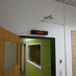 LED-Ticker unterhalb der Notdusche